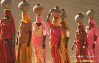 rajsthan-women-water-sands